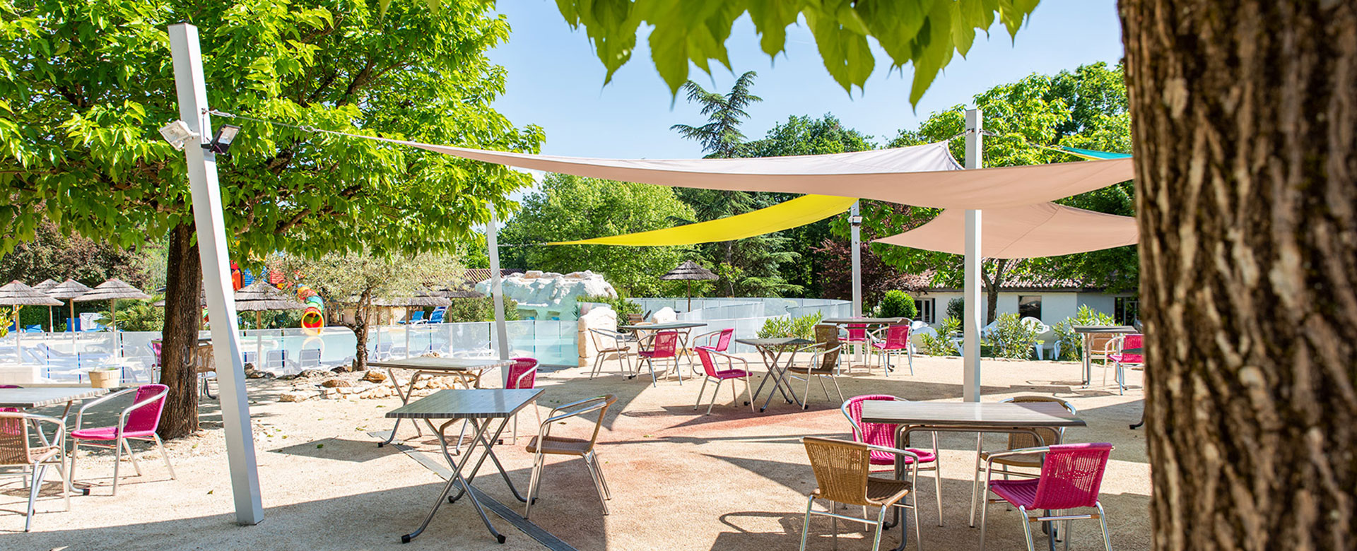 Camping l'Évasion's restaurant located in the Quercy
