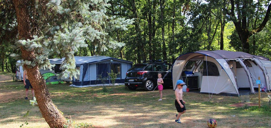 Tent's pitchs rental at camping l'Évasion in the Lot