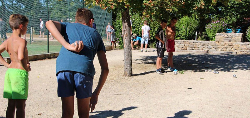 Boules game ground at camping l'Évasion located in the Lot