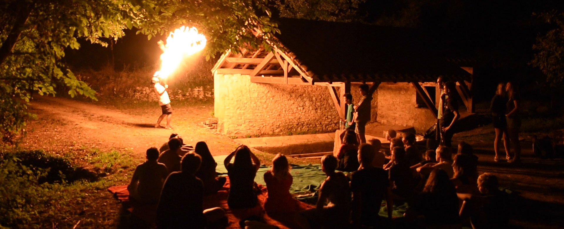 Show for teenagers at camping l'Évasion located in the Lot